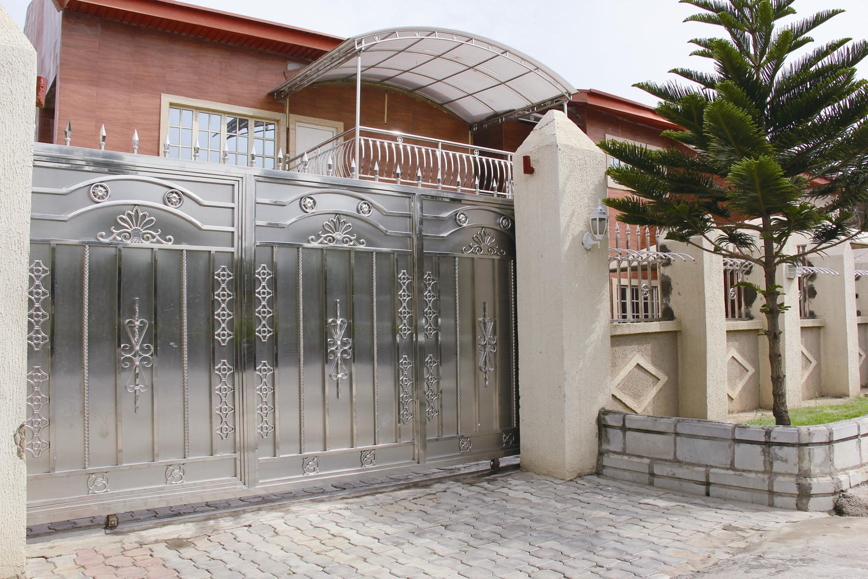 Стальные ворота с декором