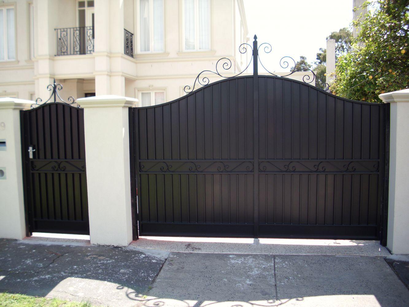 Ворота из профнастила с декором