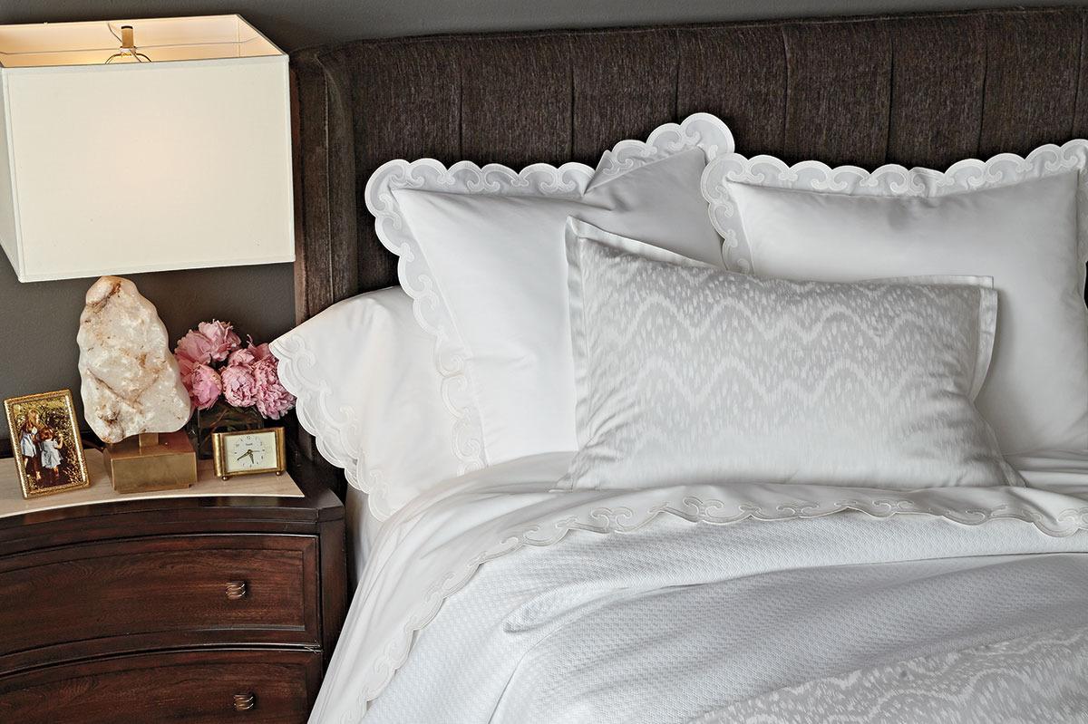 Шелковое постельное белье с декором