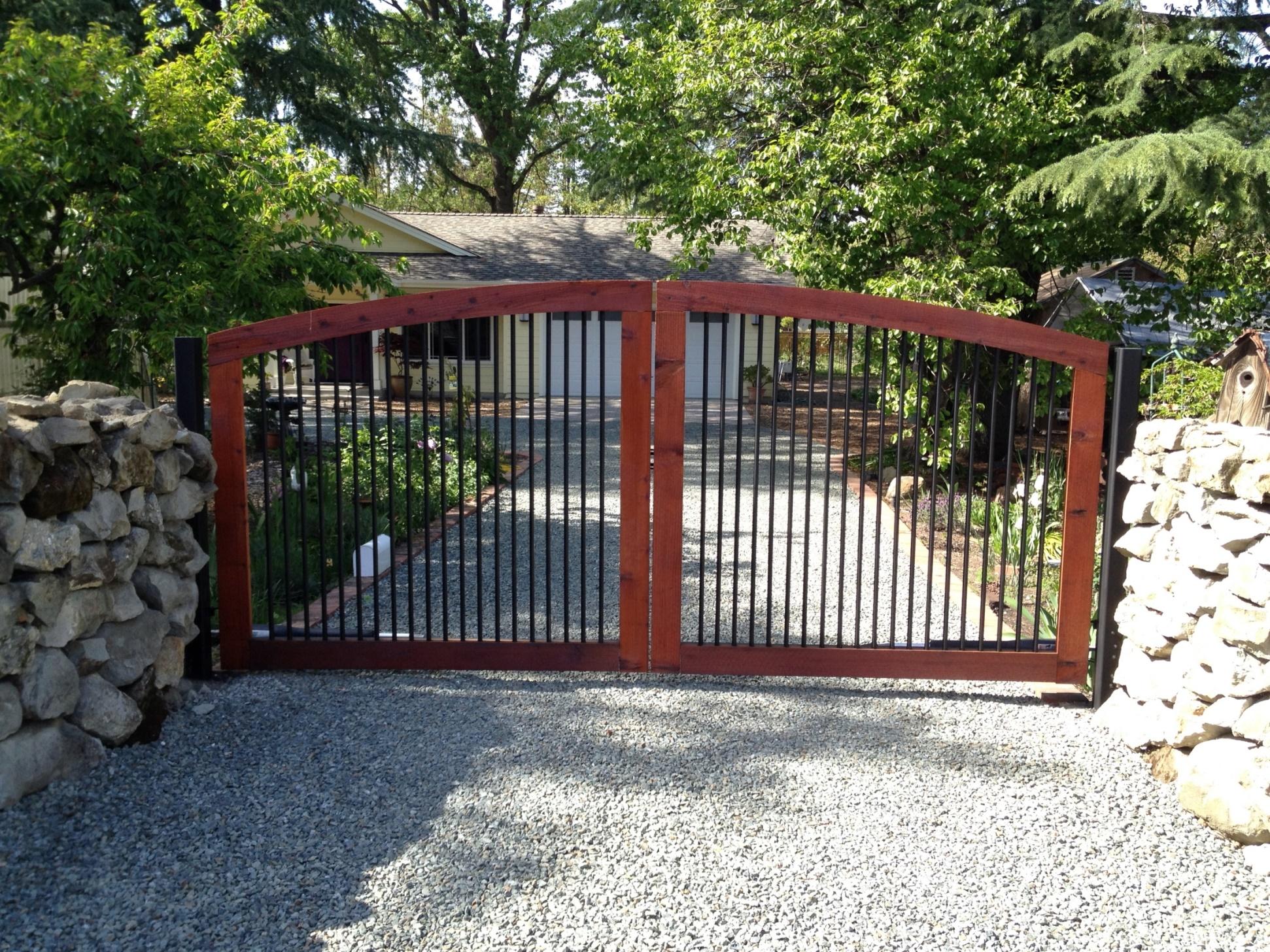 Деревянные автоматические ворота