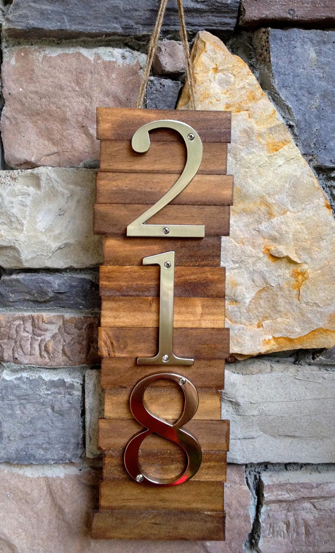 Деревянная табличка на дом