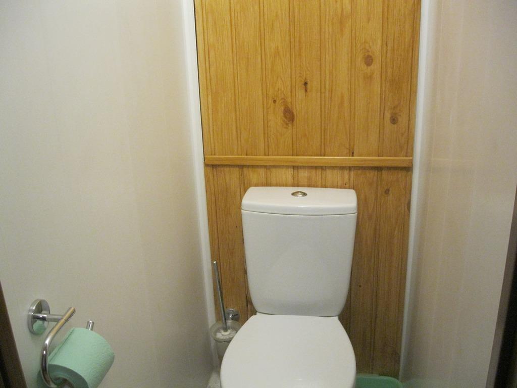 Деревянный сантехнический люк