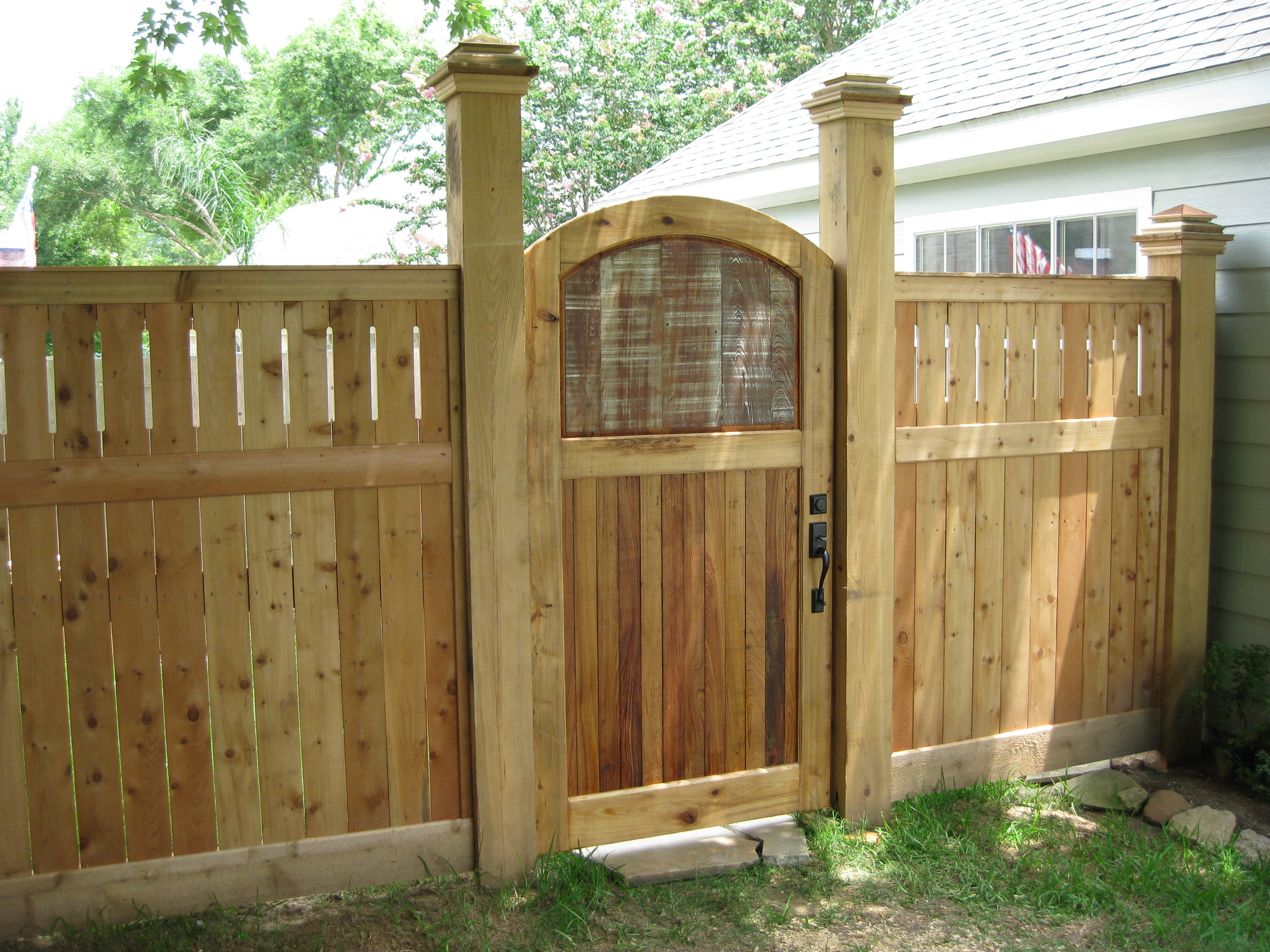 Ворота для дачи из дерева