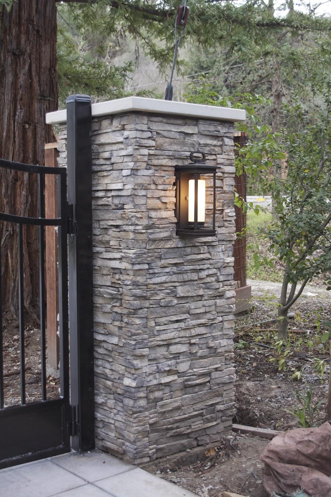 Столбы для ворот из дикого камня