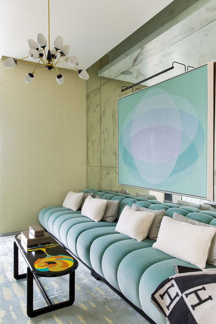Дизайн голубого дивана