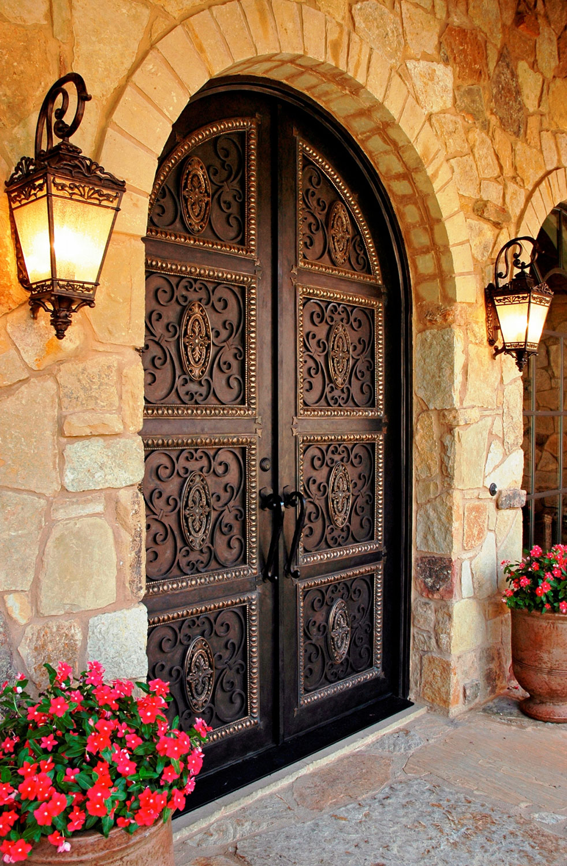 Дизайн кованой двери