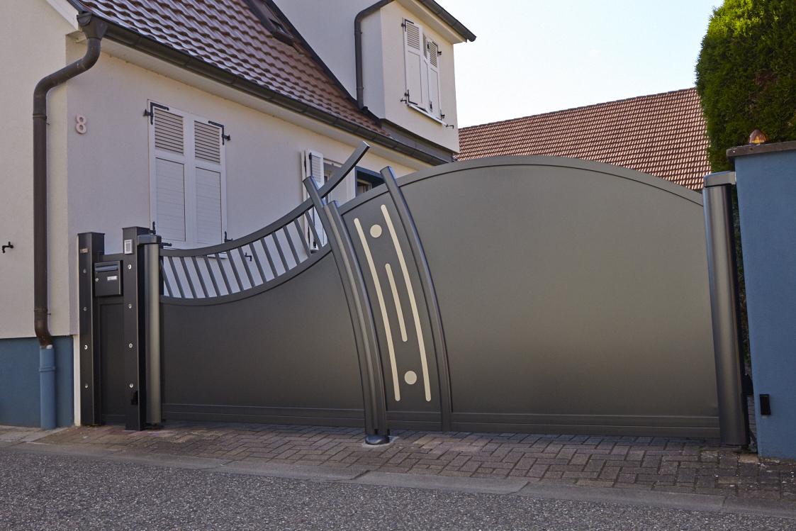 Оригинальные распашные ворота