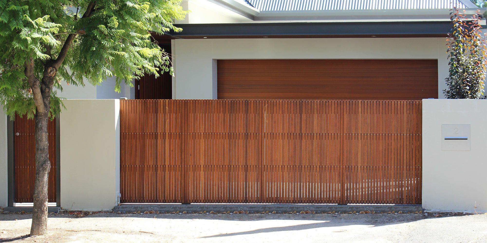 Вертикальные ворота в доме