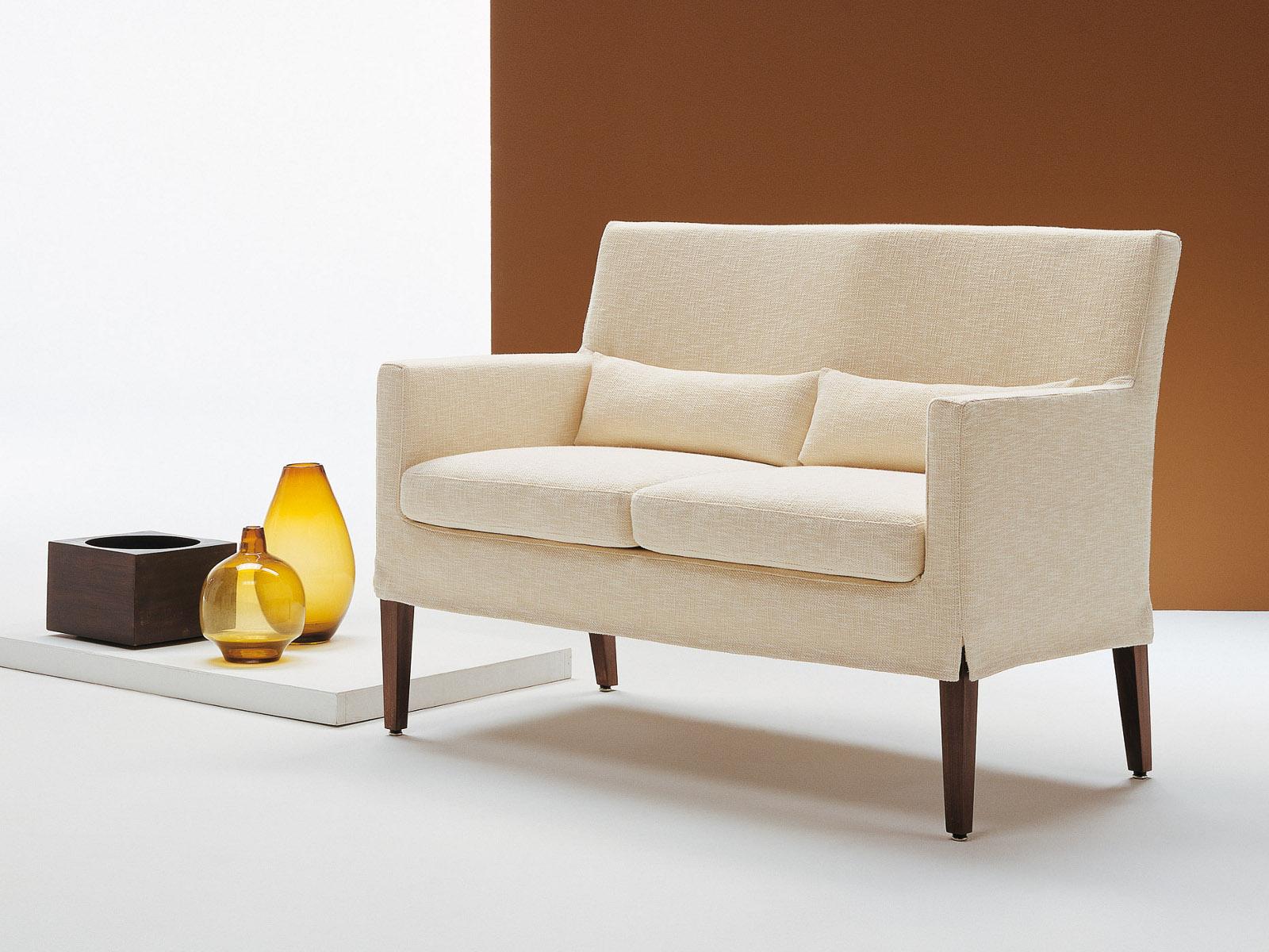 Двухместный диван малютка