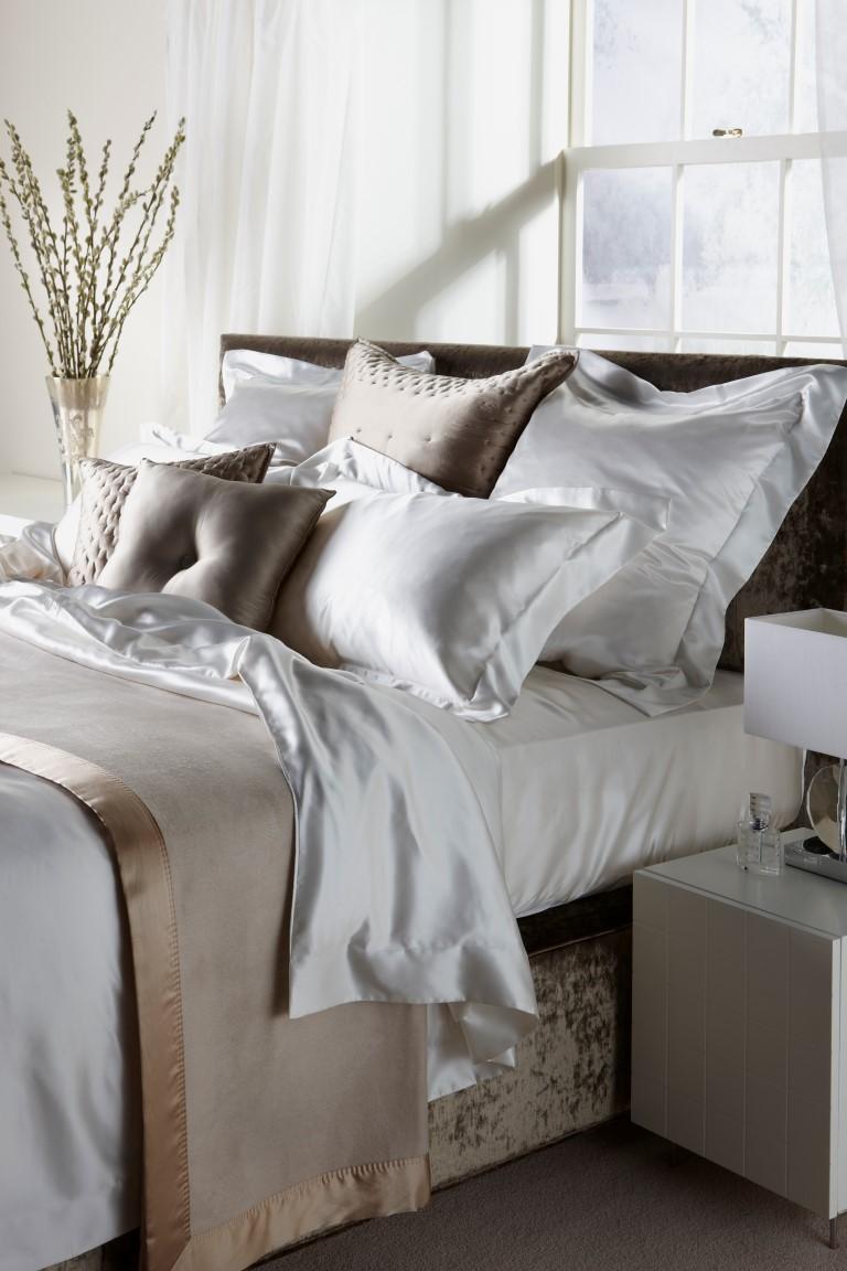 Шелковое постельное белье на двуспальную кровать