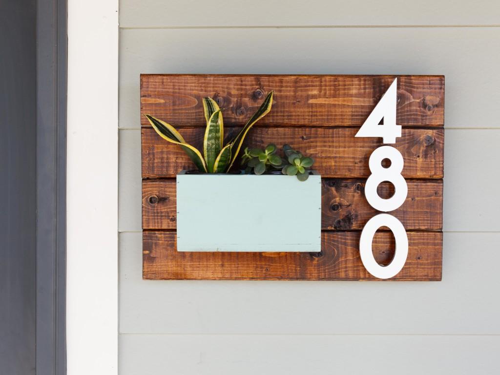 Номерная табличка на дом в стиле эко