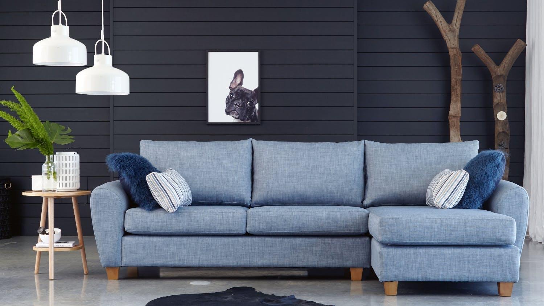 Голубой диван в стиле эко