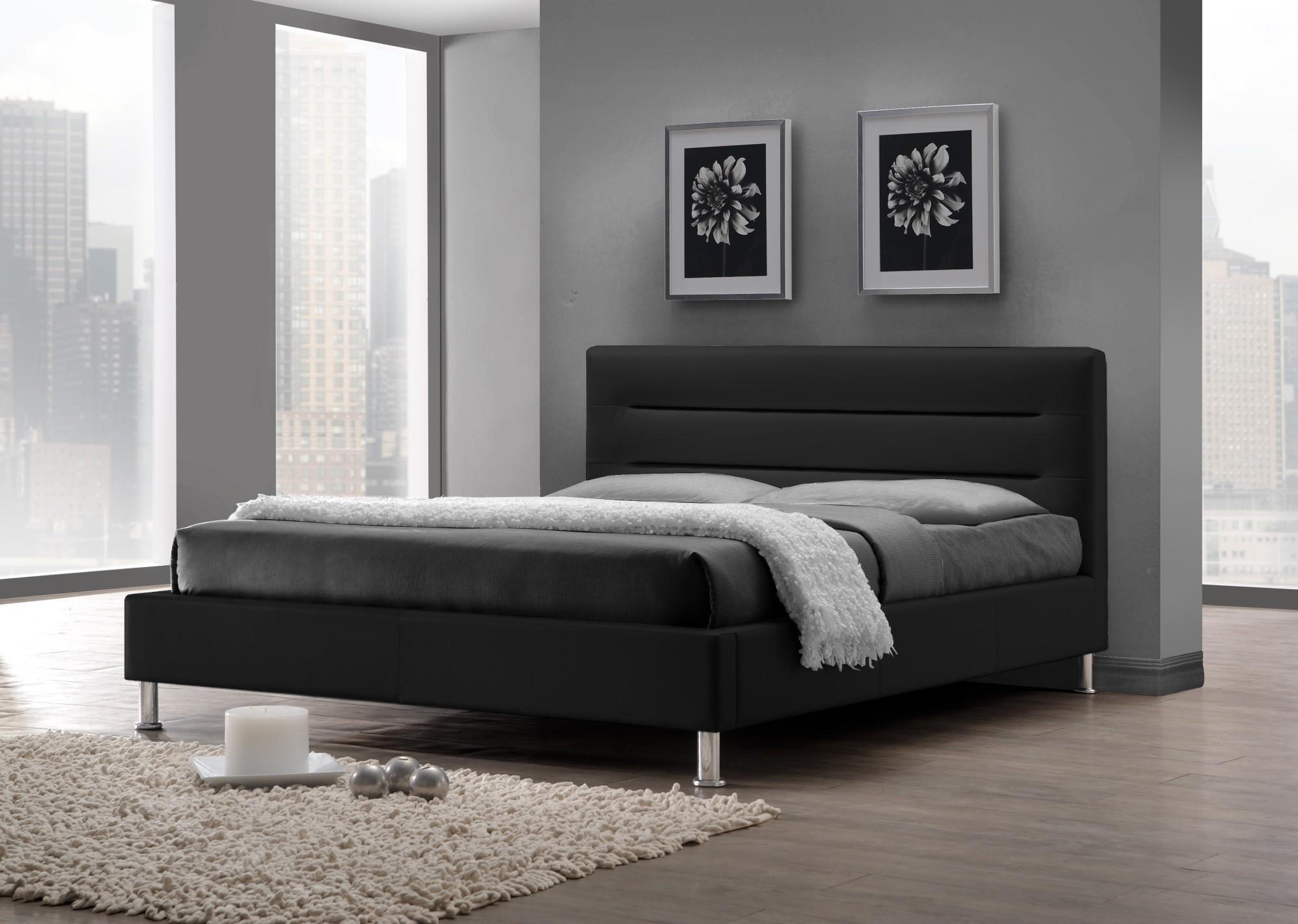 Черная кровать из экокожи