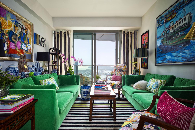 Зеленый диван в стиле этно