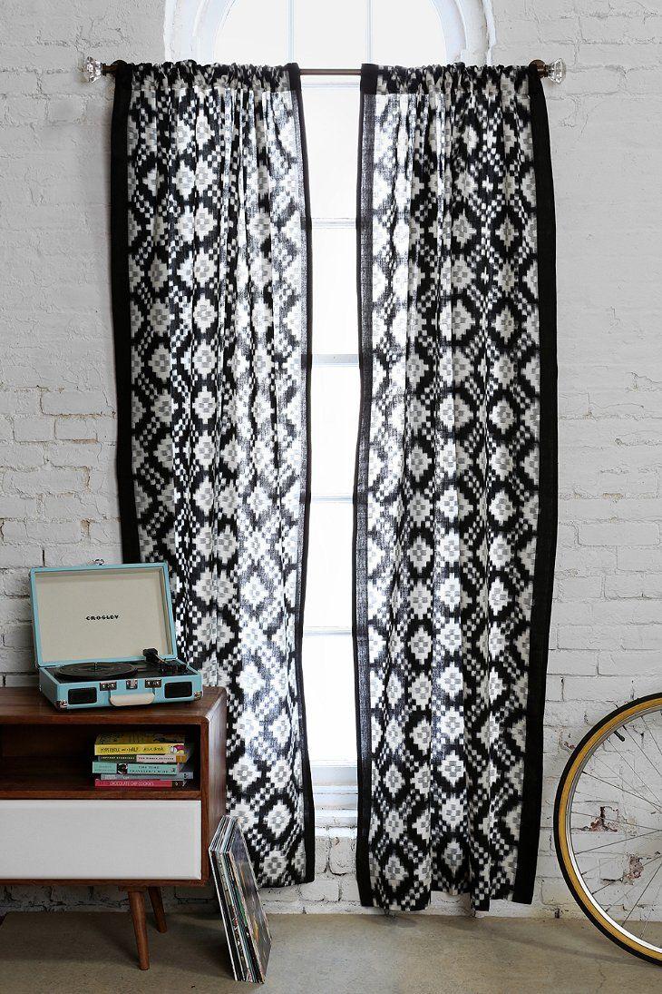 Черно-белые шторы с этническим рисунком
