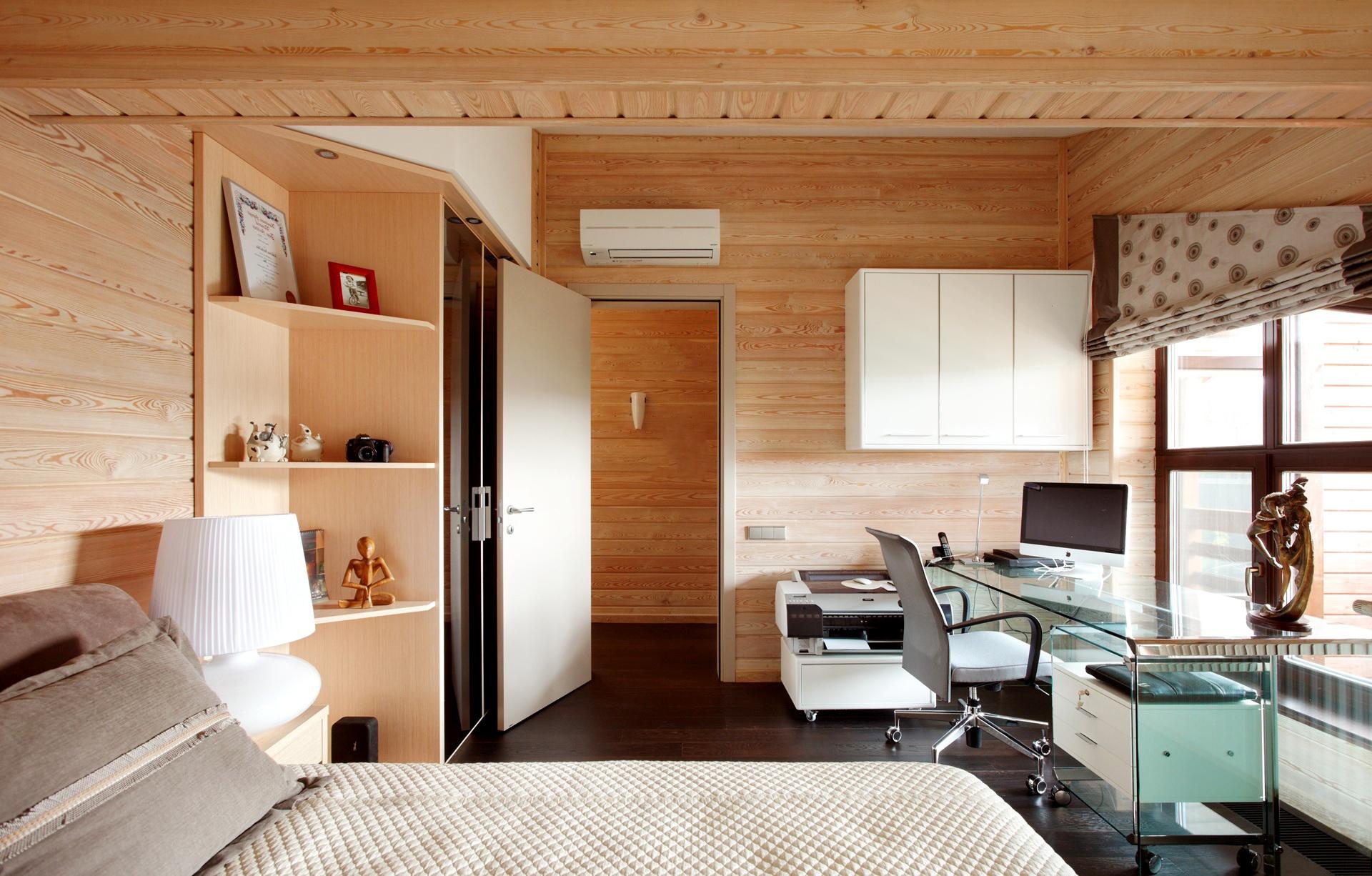 Евровагонка в деревянной спальне