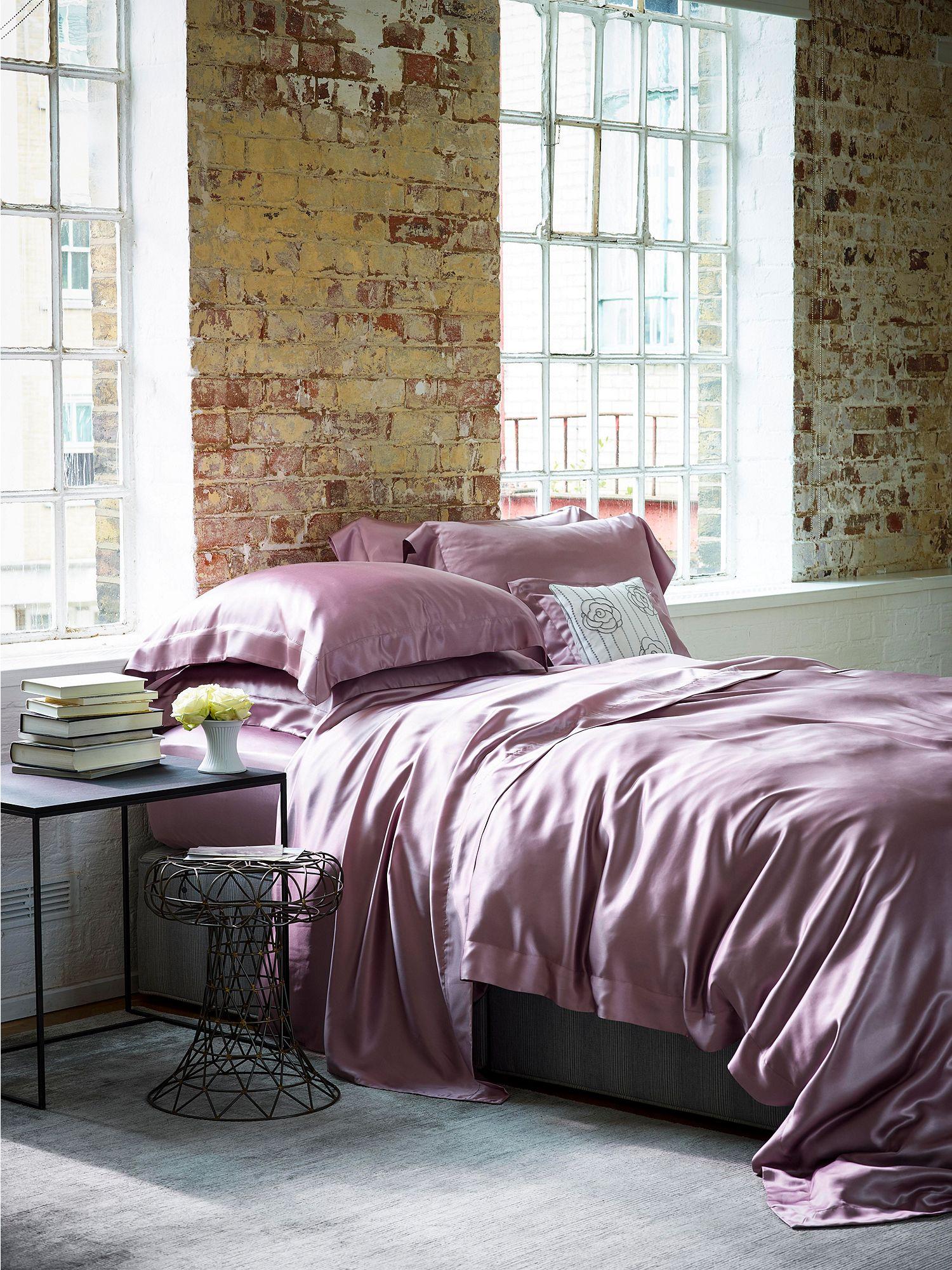 Шелковое постельное белье фиолетового цвета
