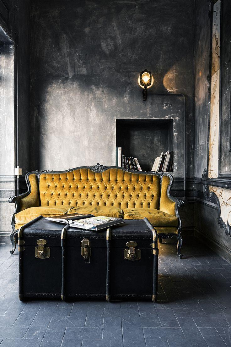 Желтый французский диван