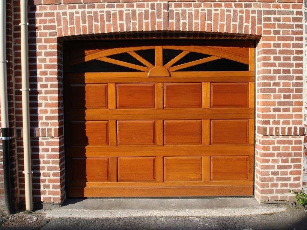 Деревянные ворота в гараж