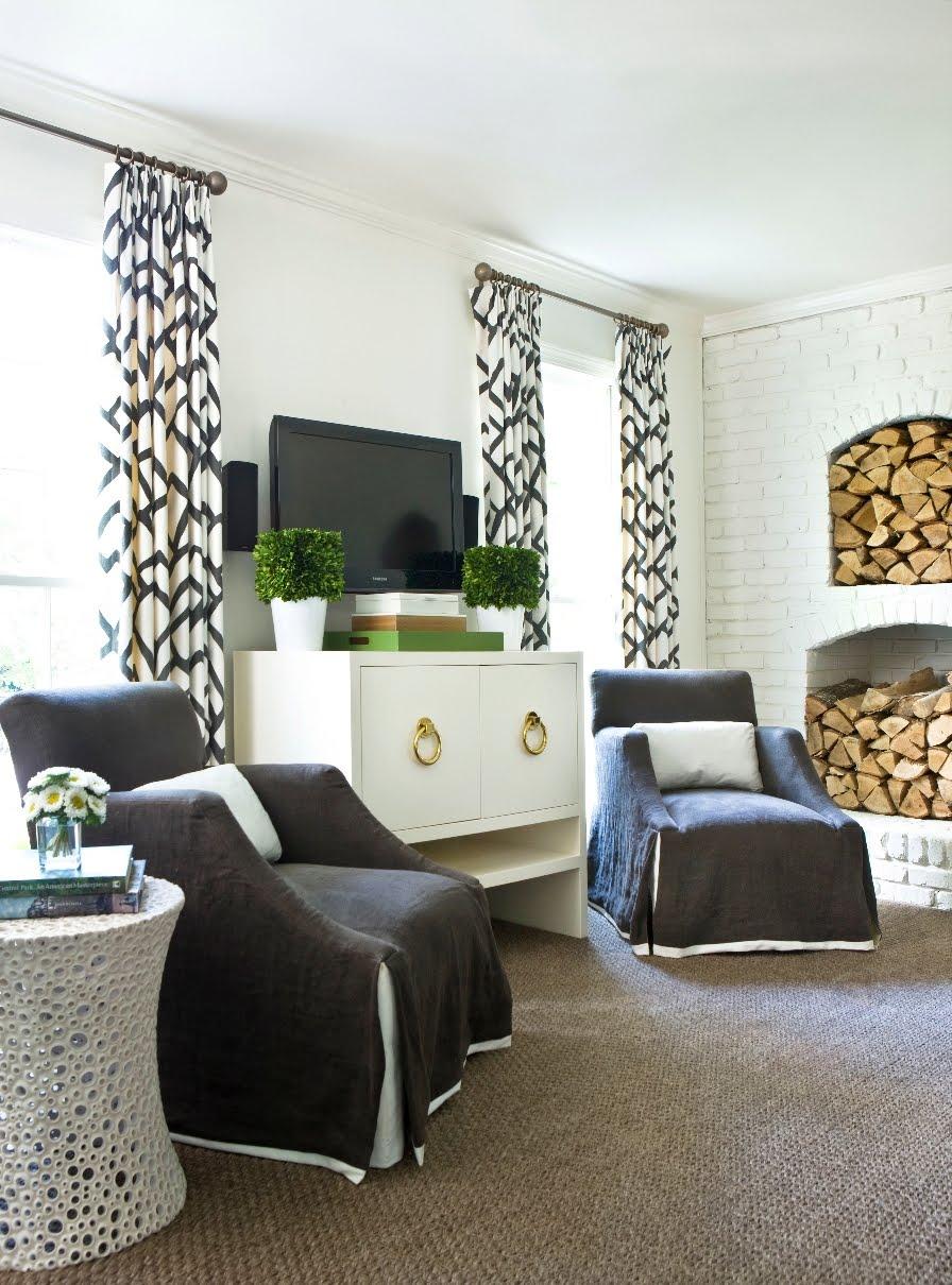 Черно-белые шторы с геометрическим узором
