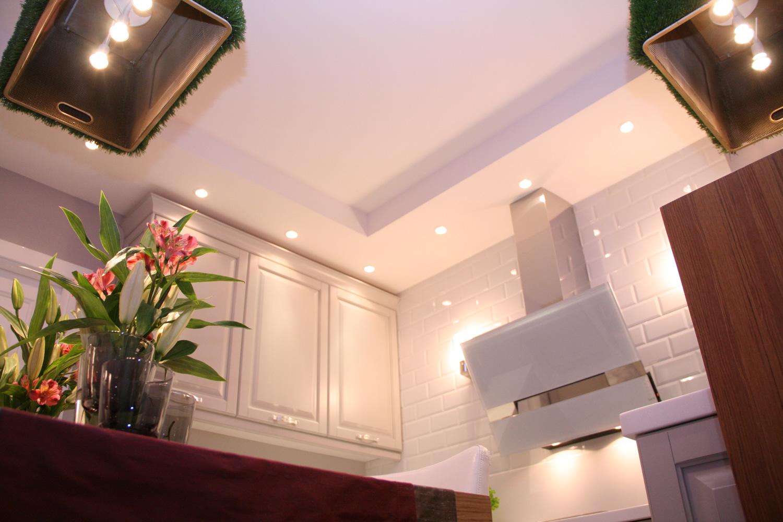 Труба на кухне в коробе из гипсокартона
