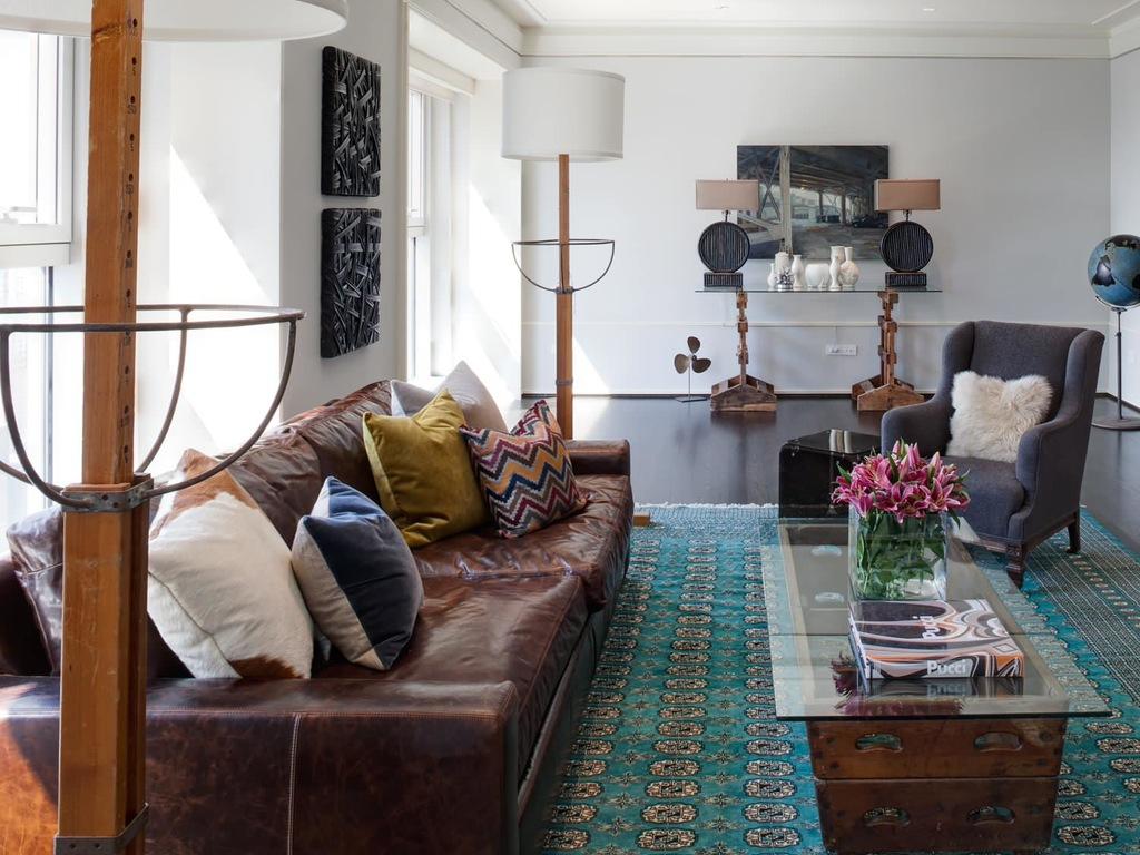 Диванные подушки в гостиной