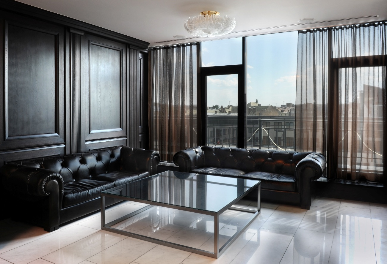 Шпонированные панели в гостиной