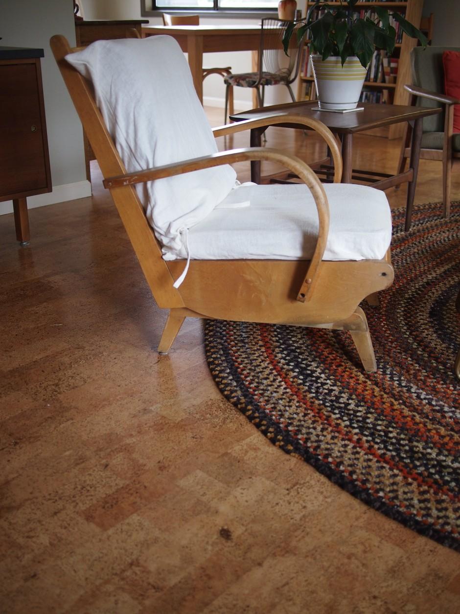 Пробковый ламинат в интерьере гостиной