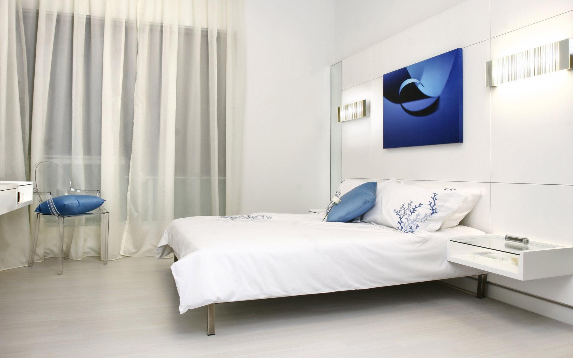 Белая мебель для спальни в стиле хай-тек