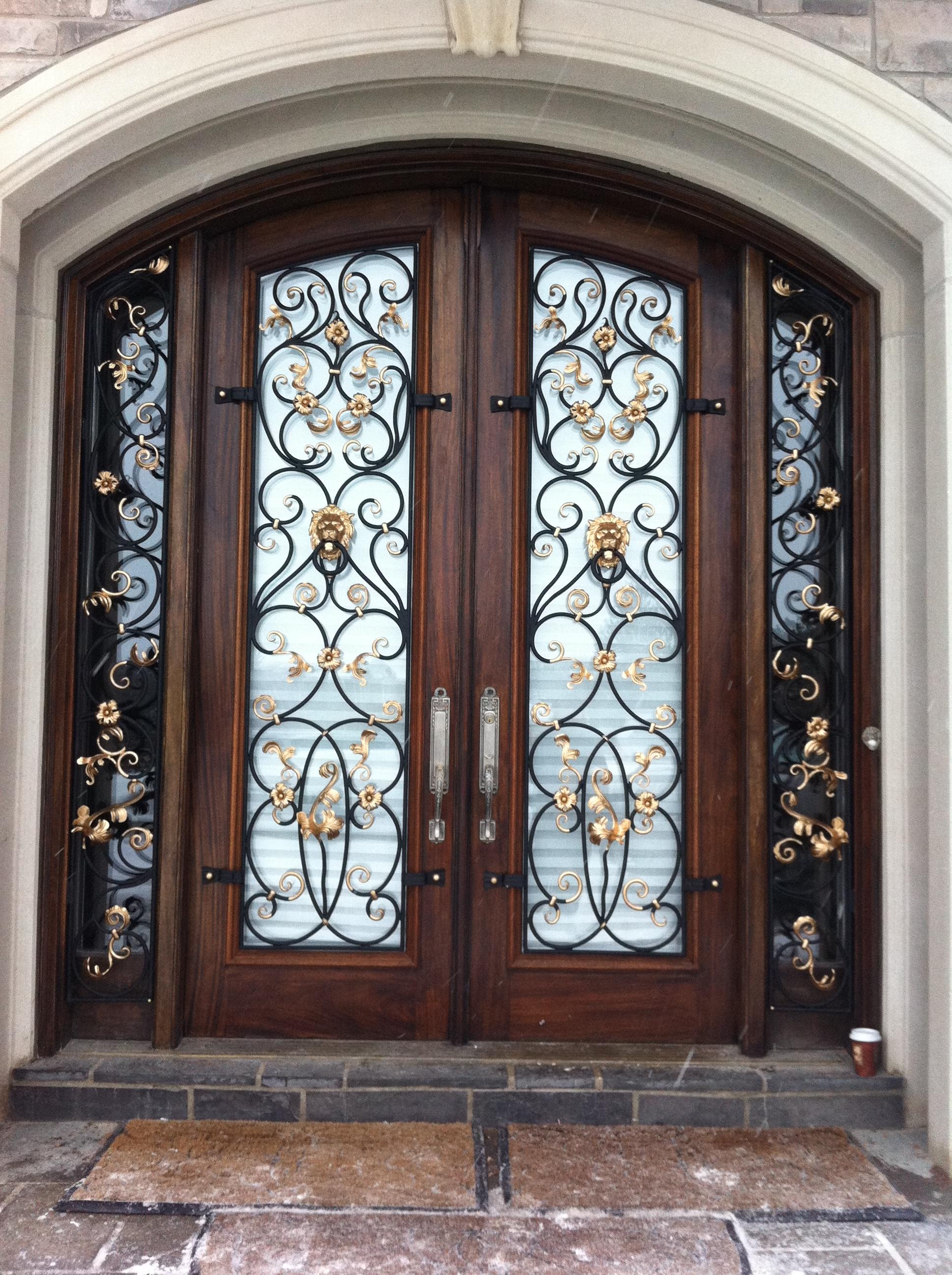 Дверь художественной ковки