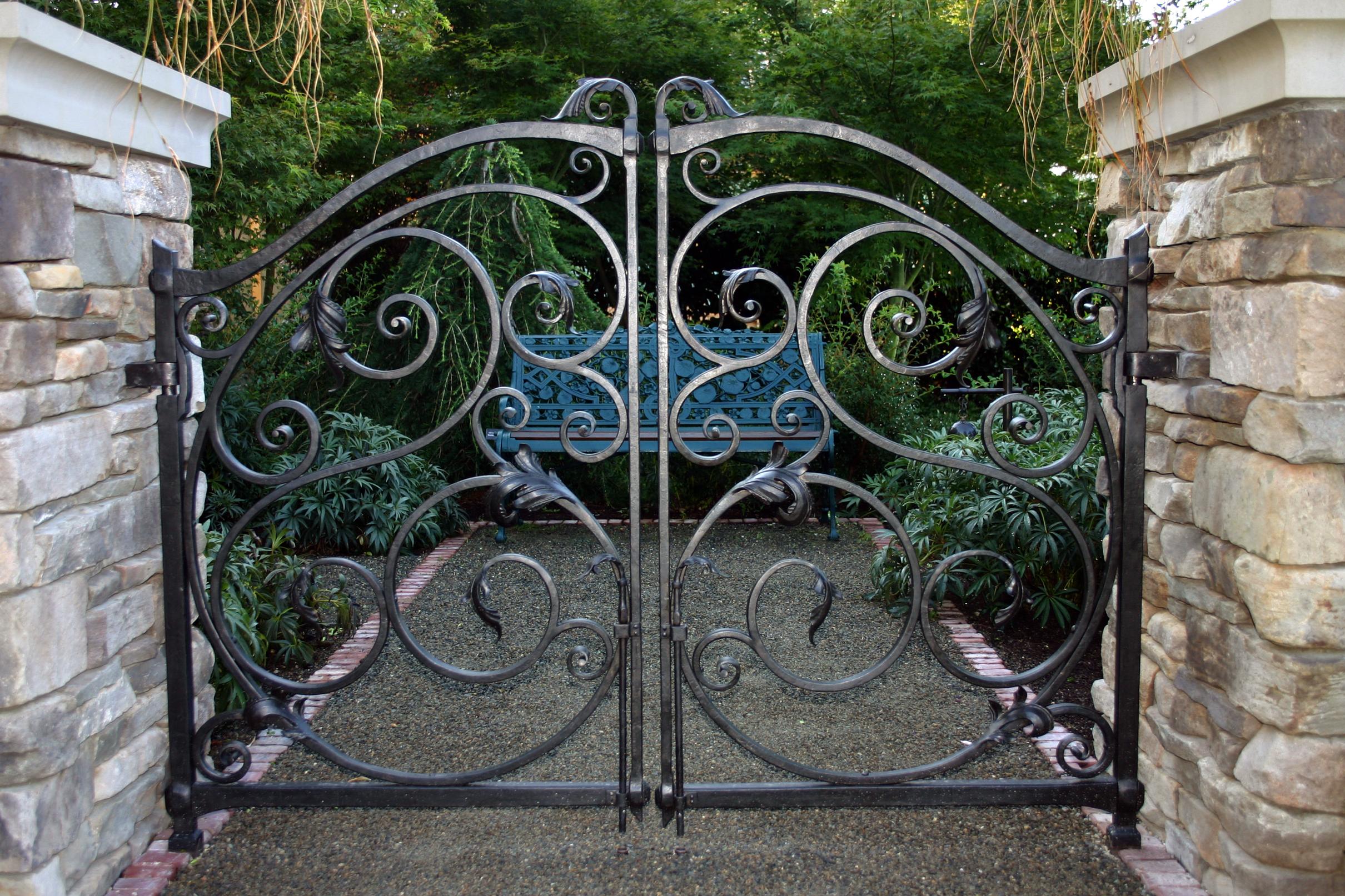 Ворота для дачи художественной ковки