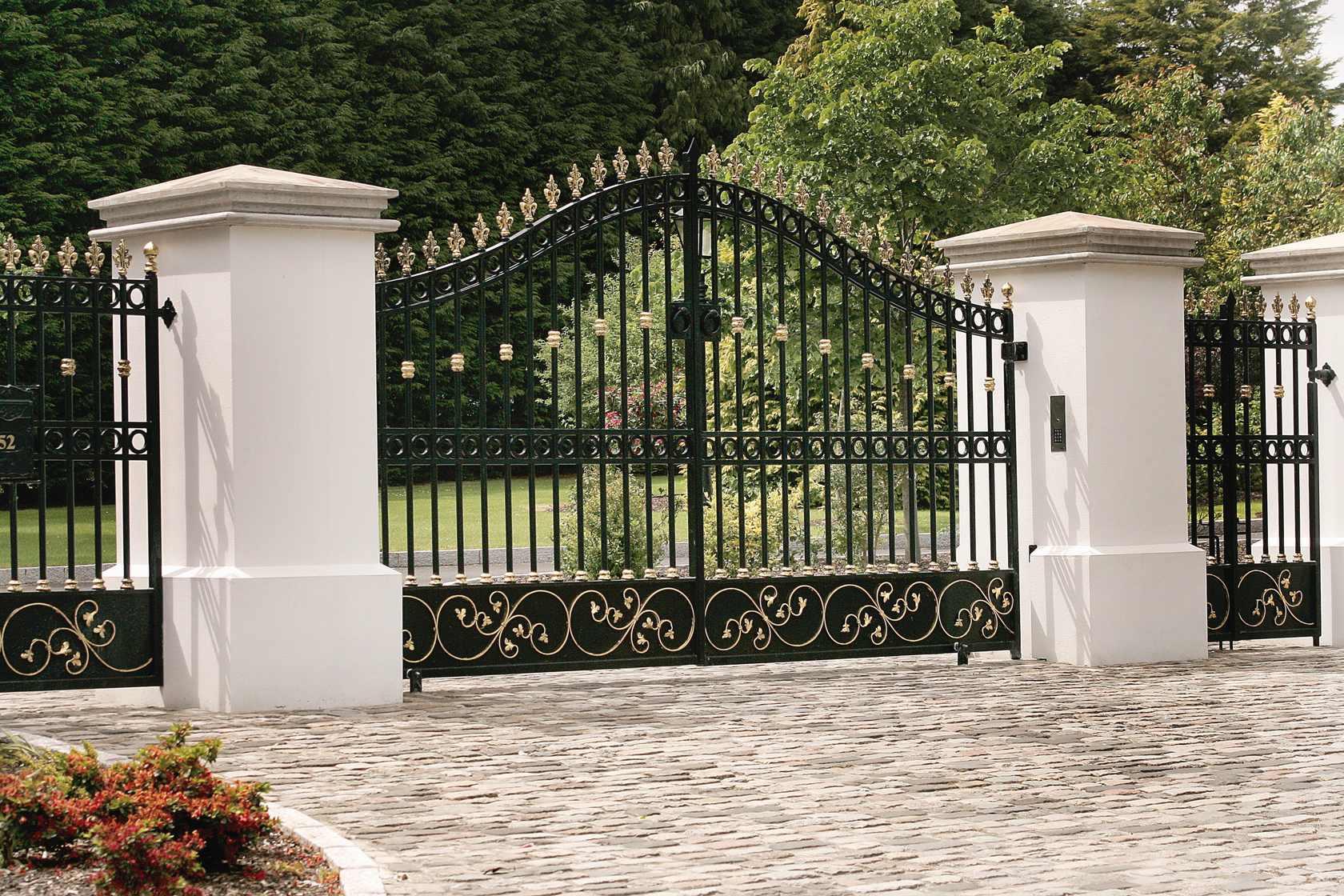 Распашные ворота художественной ковки