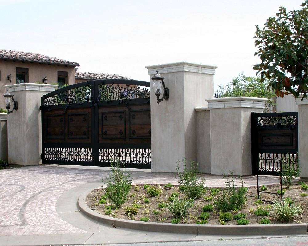 Автоматические ворота с художественной ковкой