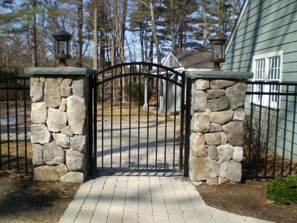 Каменные столбы для ворот