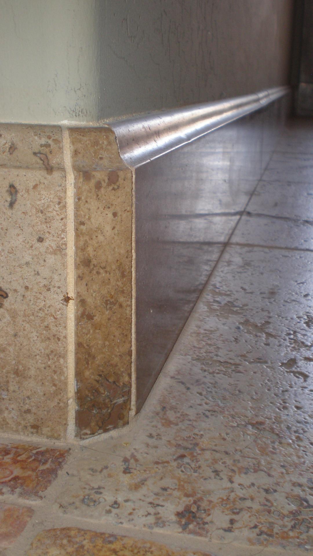 Каменный плинтус в интерьере