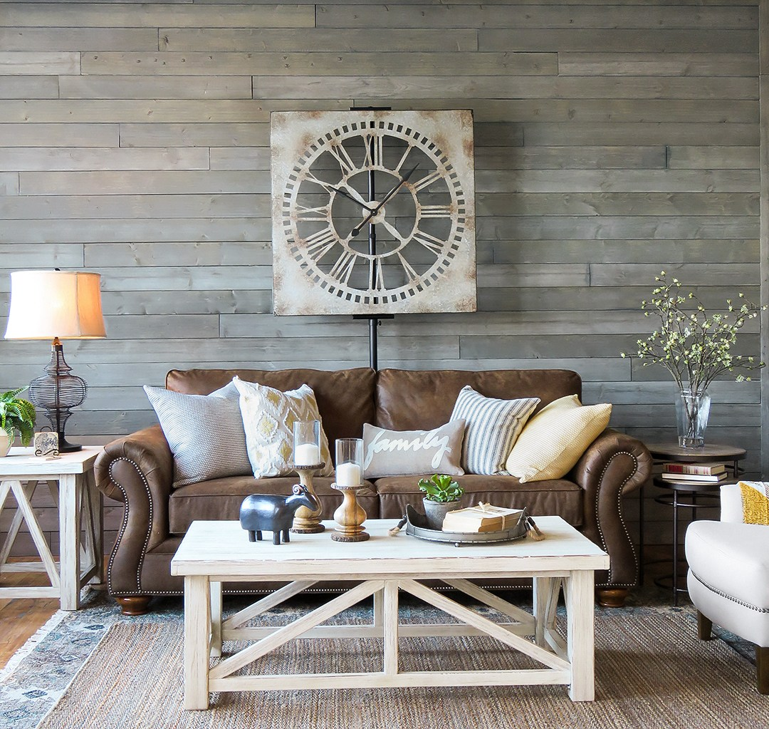 Коричневый диван в стиле кантри