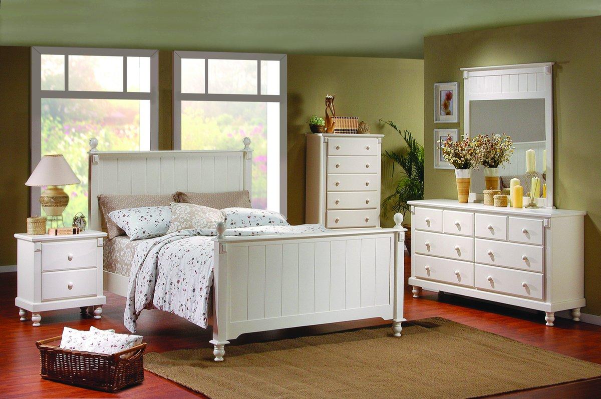 Белая мебель для спальни в стиле кантри