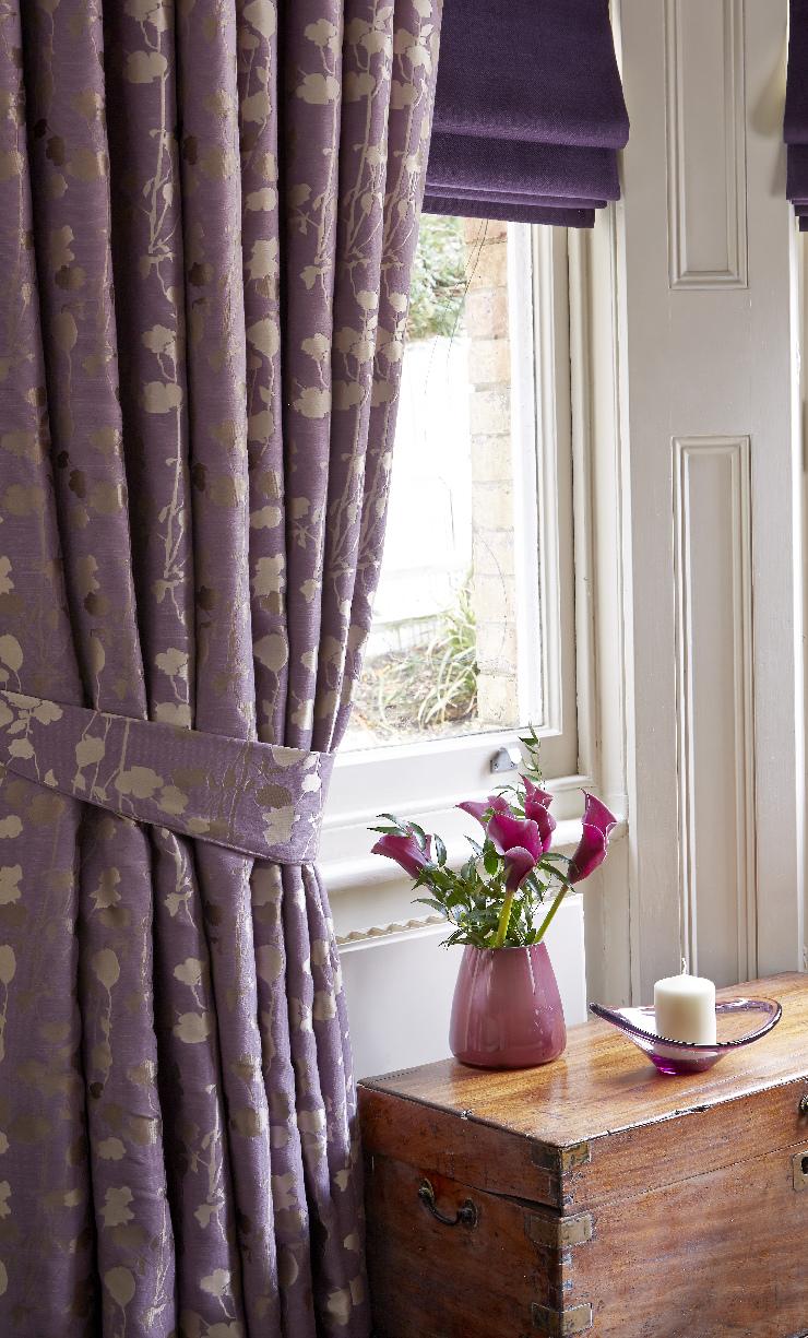 Сиреневые шторы в стиле кантри