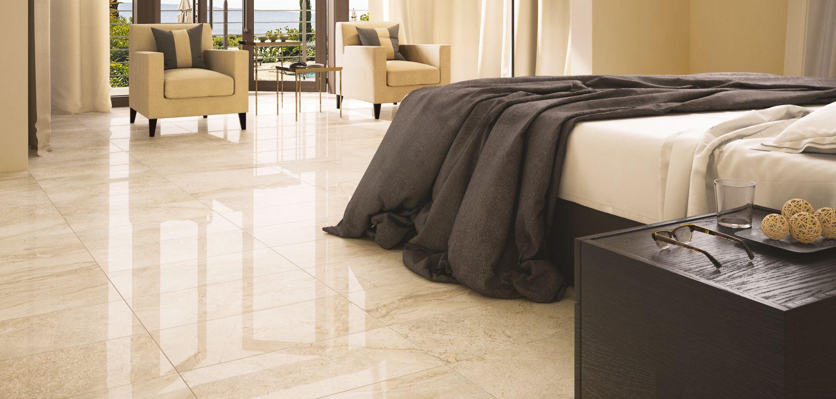 Плитка из керамогранита на полу спальни