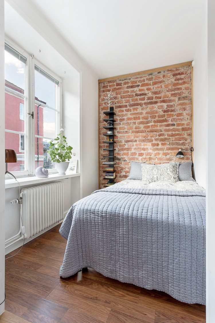 Спальня в хрущевке с кирпичной стеной
