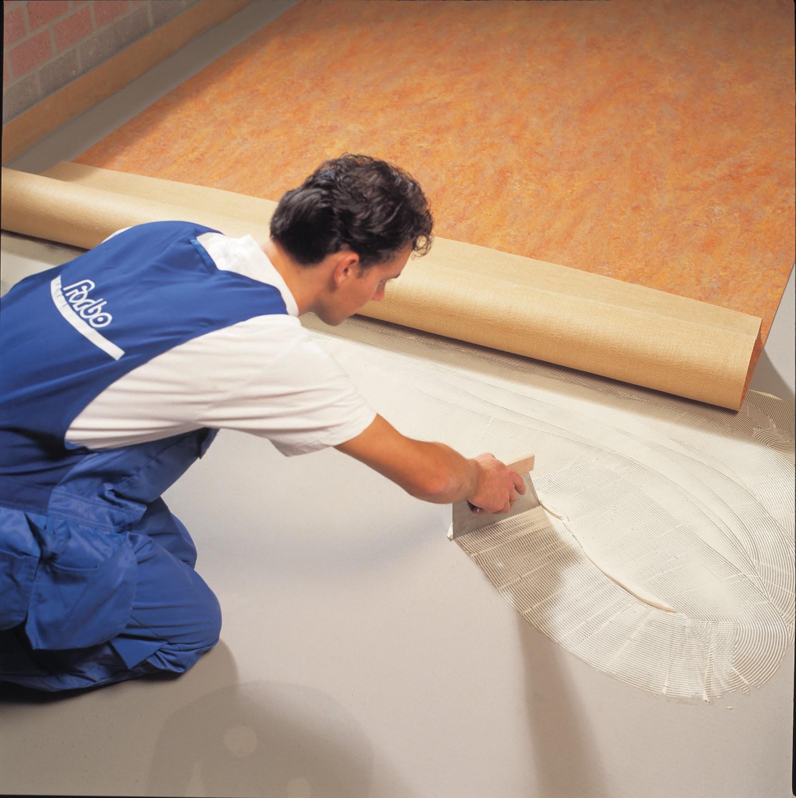 Приклеивание линолеума на бетонный пол