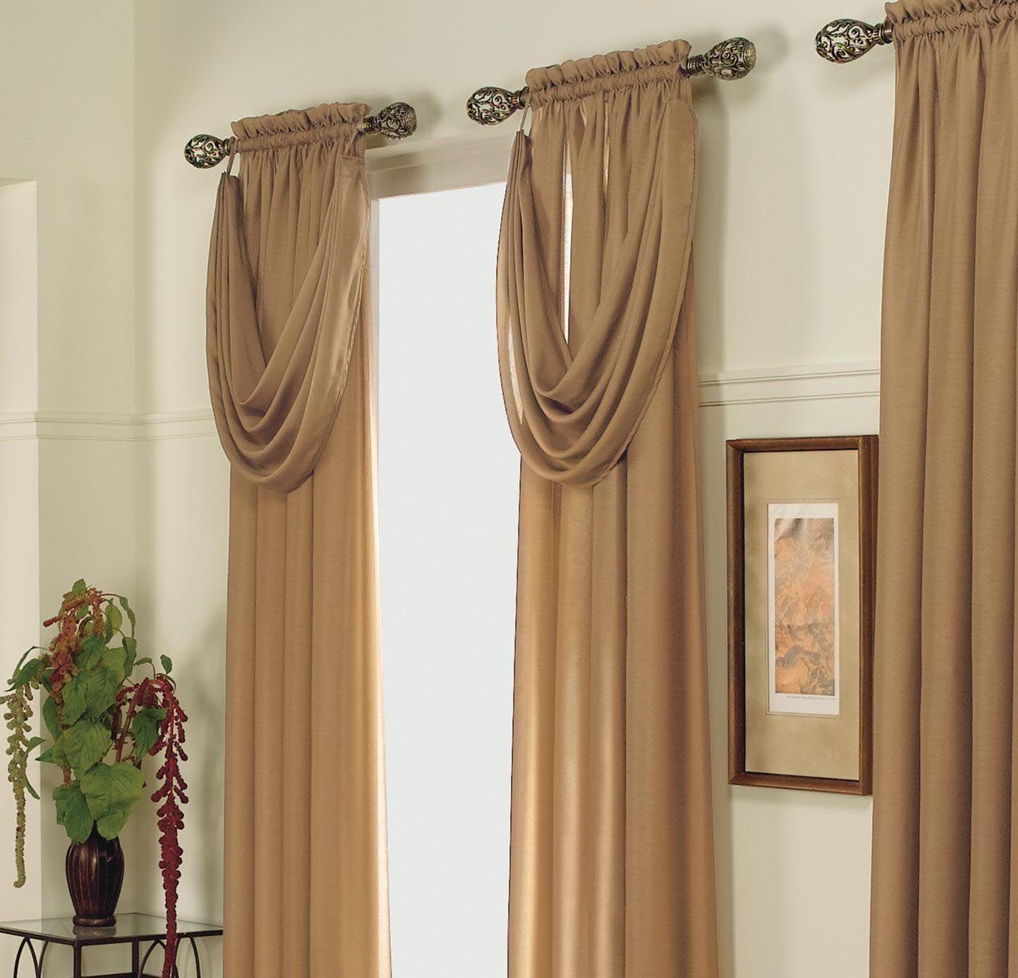 Узкие коричневые шторы