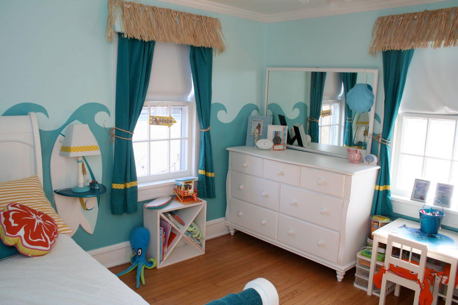 Короткие морские шторы в детской