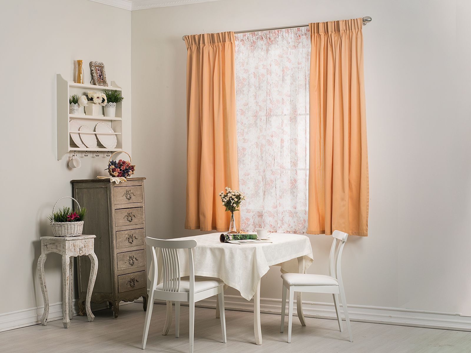 Персиковые короткие шторы