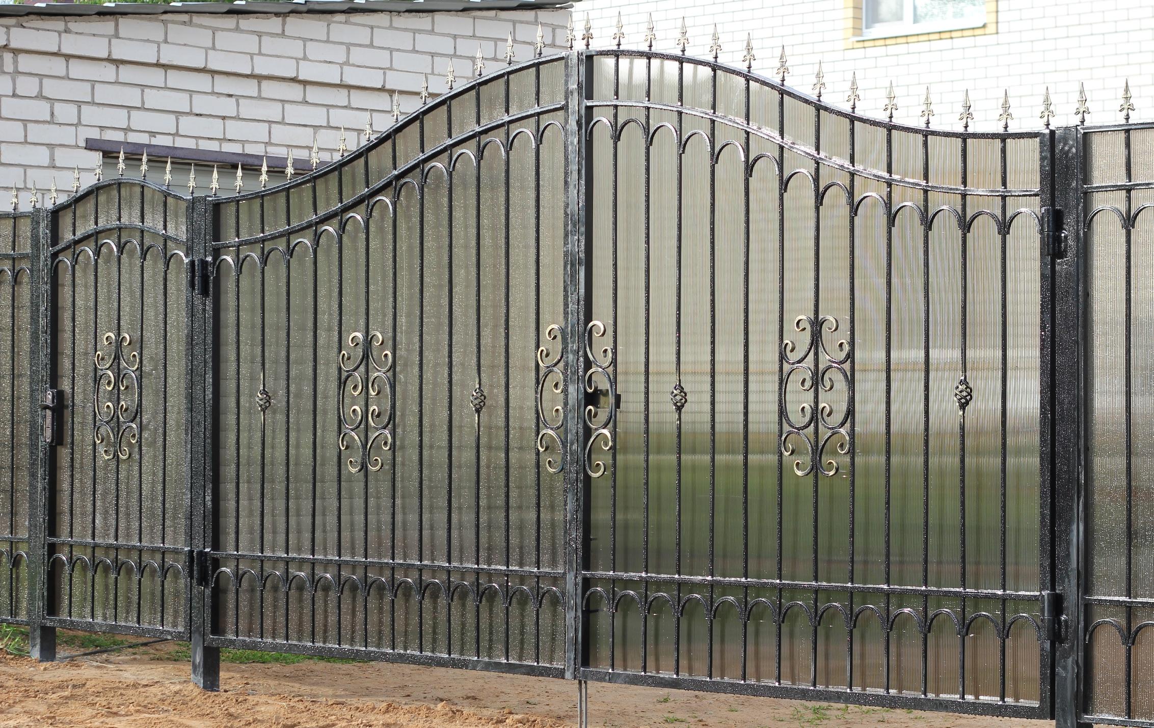 Кованые ворота из профильной трубы