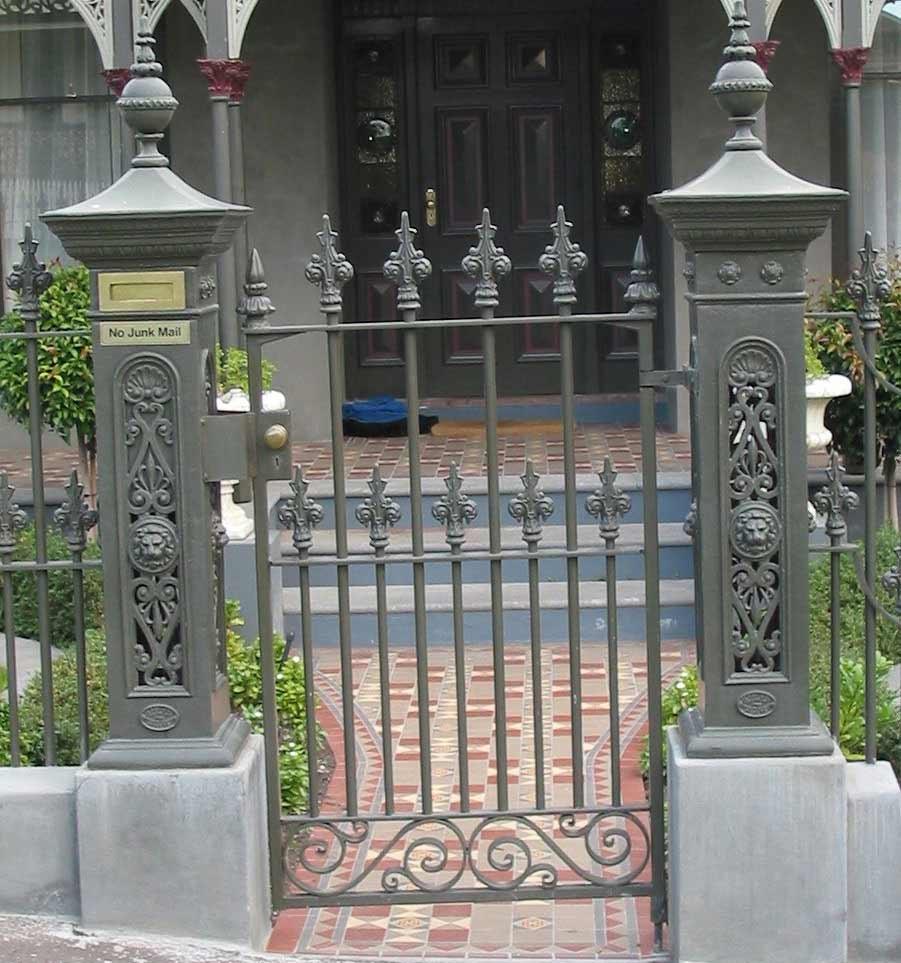 Кованые столбы для ворот