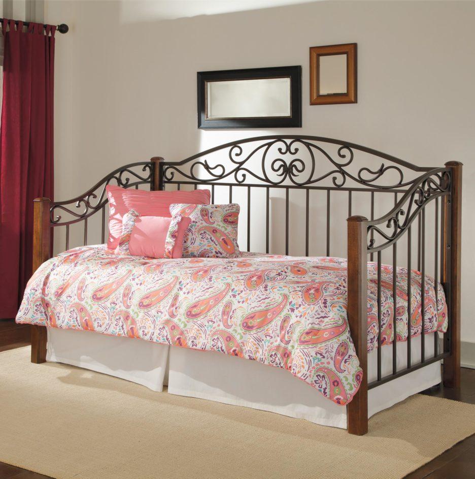Кованый диван кровать для девочки