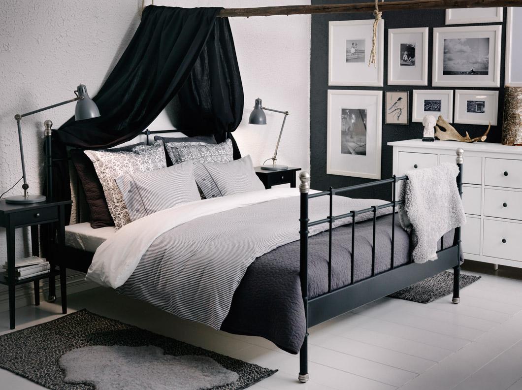 Черная кованая кровать