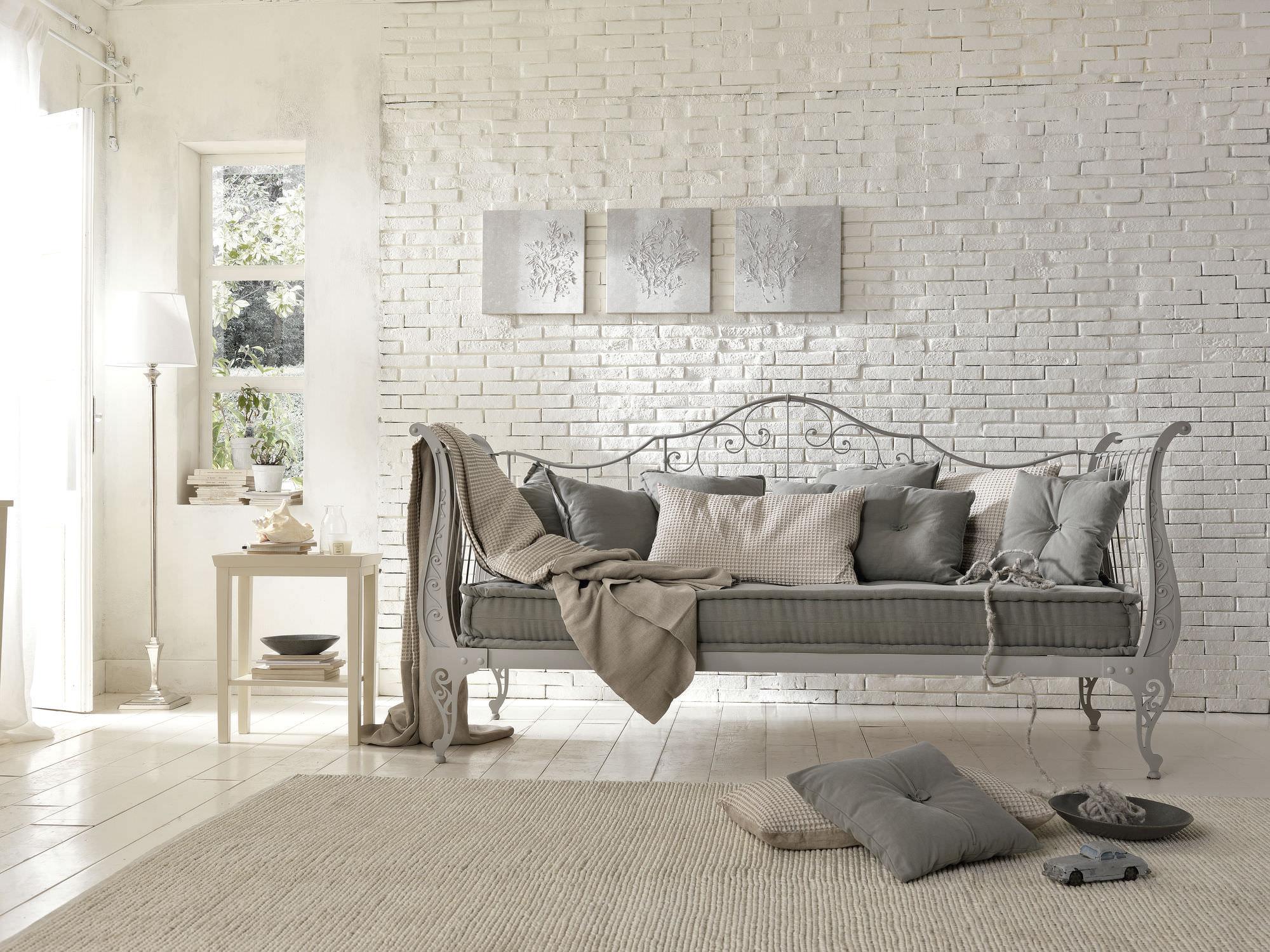 Кованый диван на металлокаркасе