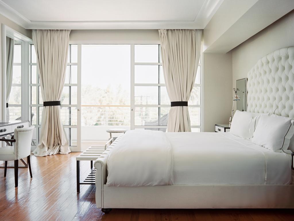 Белая кожаная мебель для спальни